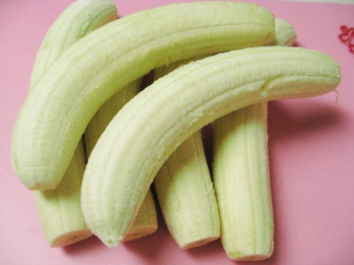 bantu knots hairstyle : peel bananas